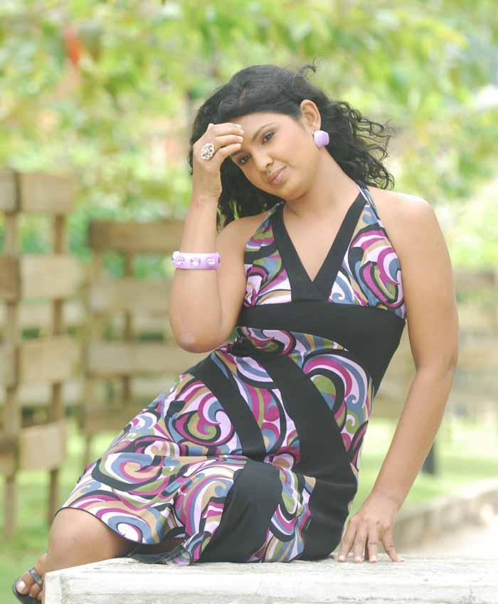 Sri Lankan Sexy Actress - Dulani Anuradha   Hots Live