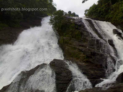 charpa-waterfalls,famous-waterfalls-thrissur-kerala,chalakkudy-river-wterfalls,tourist-spots-thrissur-kerala