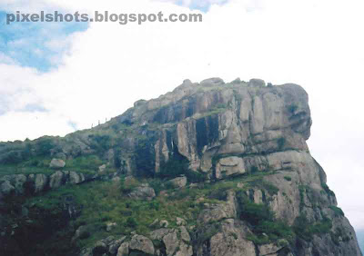 ramakkalmedu mountain rocks,ramakkalmedu pictures,kerala hill-stations,one of the biggest mountain ranges in the kerala tamilnadu borders