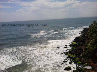 varkala site seeing photos,sea waves under mountain cliffs of varkala,ateps going down beach mountain cliffs,kerala sea and beach mountain cliff photos