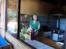 Doña Juanita Fuentealba en su cocina
