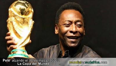 Pele levanto la Copa del Mundo - de Gira por America Latina