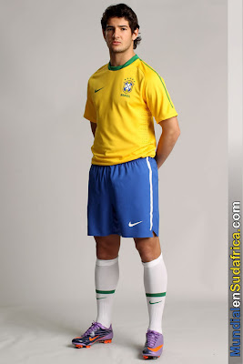 Nueva Camiseta de Brasil presentada por Alexandre Pato
