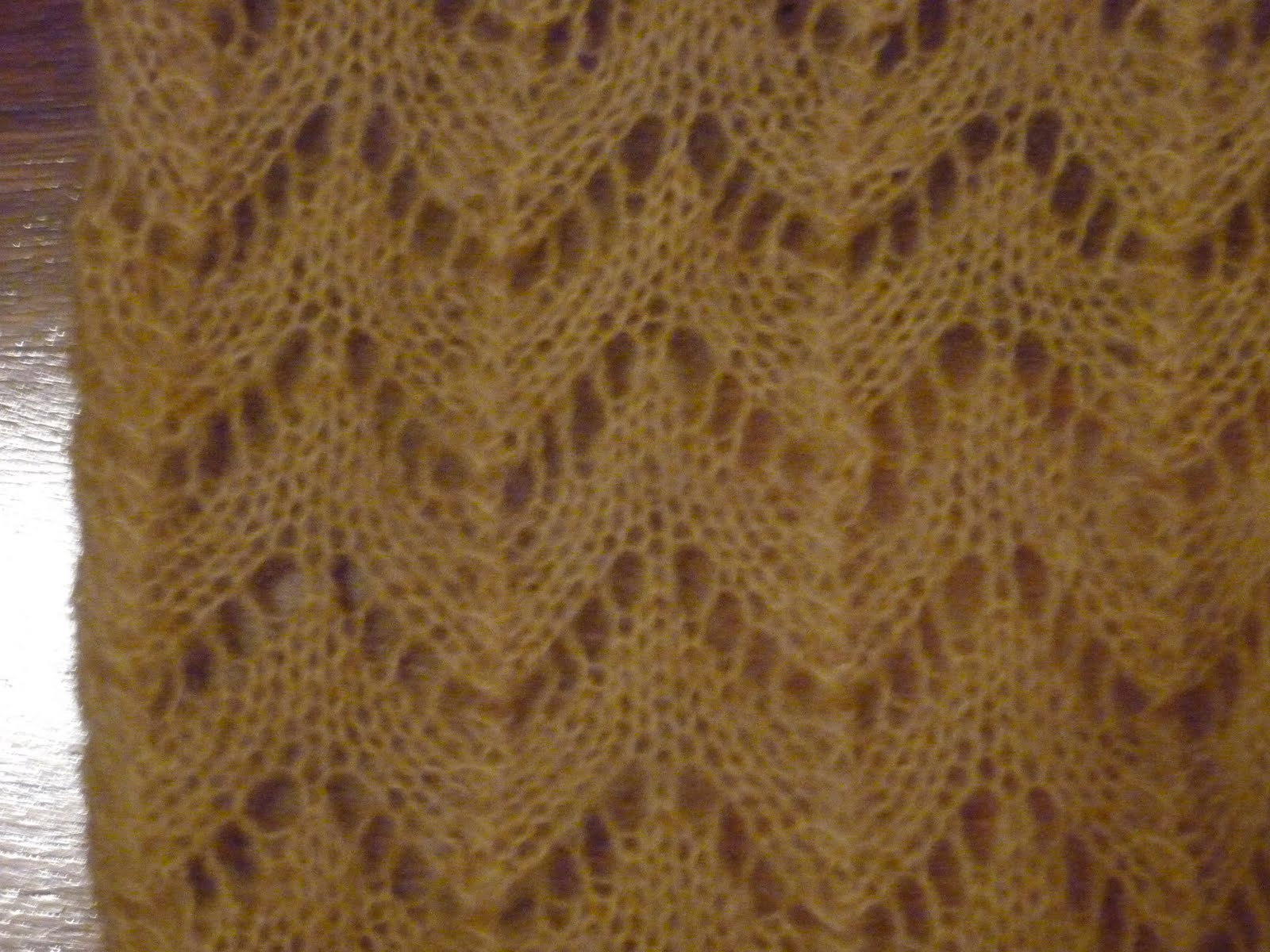Knitting Horseshoe Lace Stitch Pattern : Lacy froth: 02 Horseshoe lace knit scarf