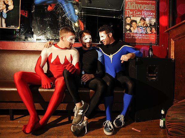 À primeira vista, poderia ser a noite de sábado em qualquer bar gay de Nova ...