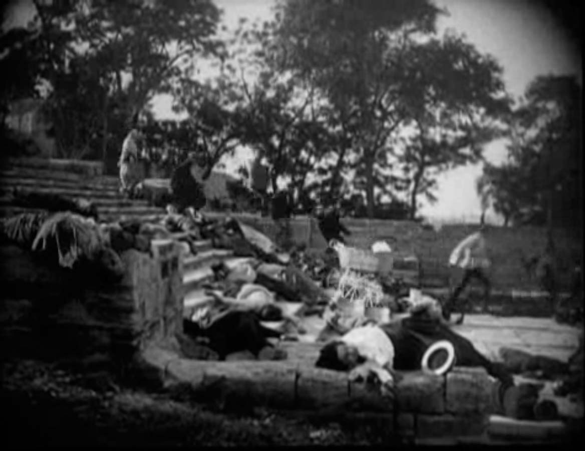 battleship potemkin February 15, 2018 – 11:13 am although they are stylistically distinct, the 1920's  films battleship potemkin, man with a movie camera, and un.
