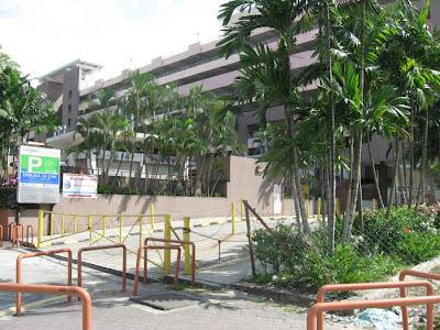 Entrance Uptown 24 hour multistorey carpark