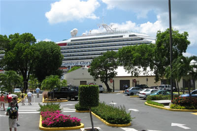 Carnival Glory towering over Havensite Mall