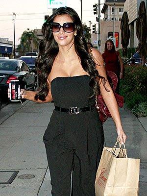 http://1.bp.blogspot.com/_RMM5j0PrdB0/SdMm8BIvRuI/AAAAAAAAA94/kKznOUsz634/s400/kim_kardashian+jumpsuit.jpg