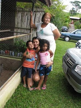 Minha avó, priminha Giulia, Pedro e Eu