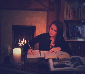 Jules, Paranormal Researcher - researching paranormal beliefs and experiences.