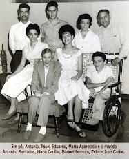 Junto ao pai, o marido e os cinco filhos.