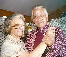 Nas bodas de ouro com o marido Tonico