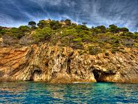coves de cala bona de tossa de mar - foto hdr