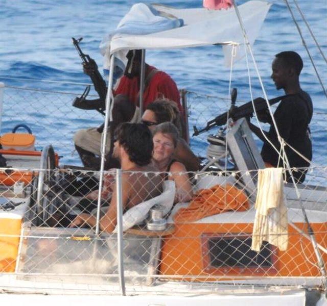 http://1.bp.blogspot.com/_RSKFRo9oWAQ/S-r6WER05jI/AAAAAAAAAhM/mian9fNOhak/s1600/tanit-pirate-somalie-prise-otage-mort.jpg
