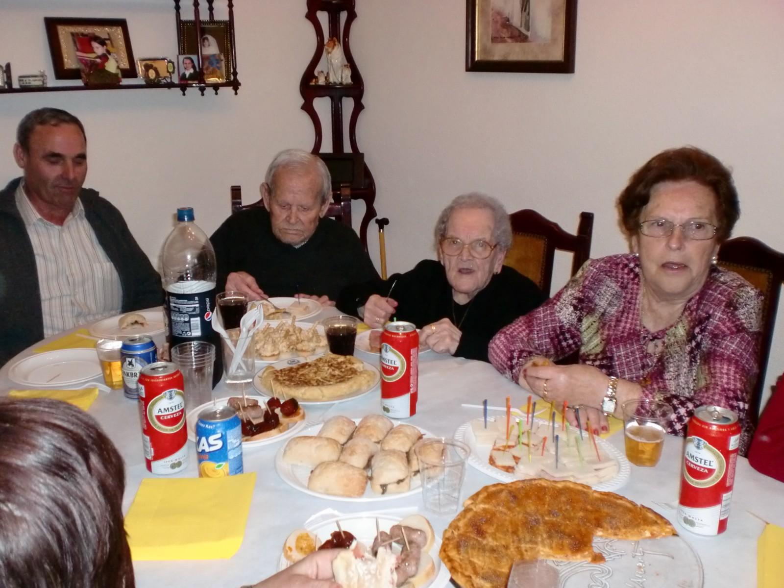 Cocinando en mi casa cumple de mi abuela juliana 100 for Cocinando en mi casa