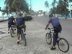 O GAT fazendo o Policiamento preventivo na Avenida Beira Mar na praia de  Piedade.