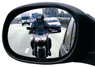 Yendo a trabajar en moto