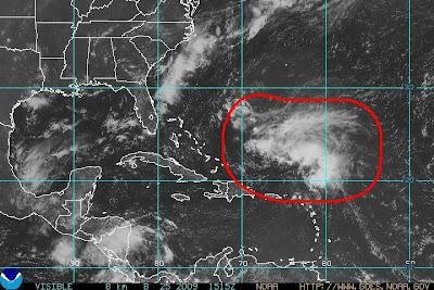 Auf der anderen Seite bestehen gute Chancen, dass das rot eingekreiste Gebilde auf dem Satellitenfoto unten zum Sturm DANNY wird, Auf der anderen Seite bestehen gute Chancen, dass das rot eingekreiste Gebilde auf dem Satellitenfoto unten zum Sturm DANNY wird