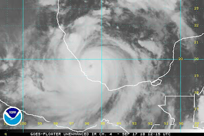 Atlantik aktuell: Hurrikan KARL (Kategorie 3 Saffir Simpson) vor landfall über Veracruz, Mexiko + NASA-Satellitenfoto der 3 aktuellen Hurrikans, 2010, aktuell, Atlantik, Hurrikan Satellitenbilder, Hurrikanfotos, NASA, major hurricane, Mexiko, Veracruz, Hurrikansaison 2010, KARL, Live Stream Satellitenbild, Video Stream,