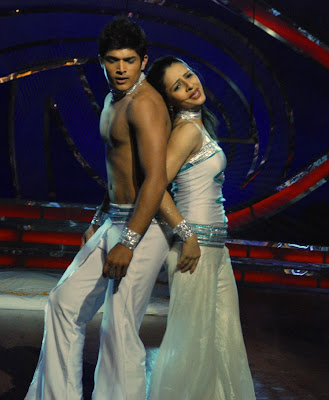 Binny Sharma & last year's  Mayuresh in a dramatic clasp as they perform on the current season of Dance India Dance on Zee TV