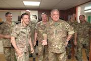 """Il Gen. C.A. VALOTTO in visita """"Villaggio Italia - Kosovo.Circondato... dai subalterni"""