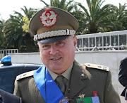 Il Gen. Del Sorbo, premia i civili E.I.