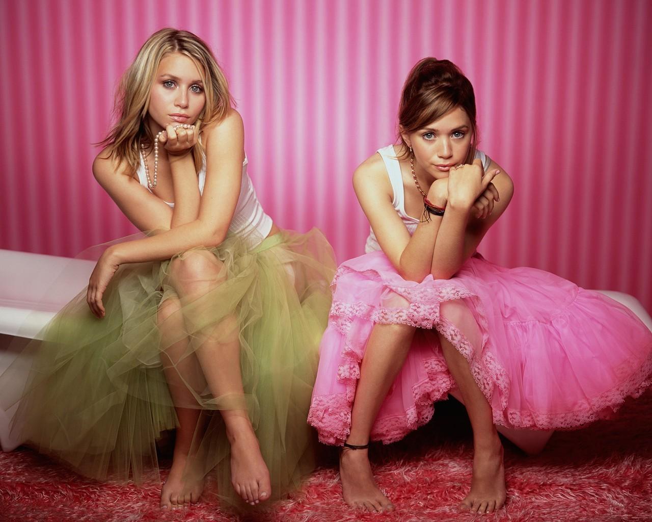 http://1.bp.blogspot.com/_RbzRGgOKLTM/TK9wUX_BcZI/AAAAAAAAAOc/ku3L4xrzJFE/s1600/Mary_-_Kate_and_Ashley_Olsen.jpg
