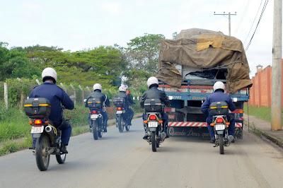 Guarda Municipal de Indaituba encontra caminhão com veículo roubado na carroceria