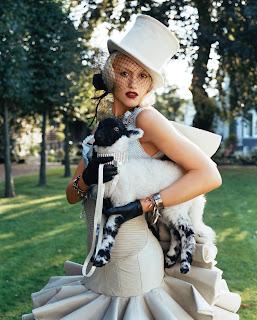 Gwen Stefani Lorenzo Agius handschoenen