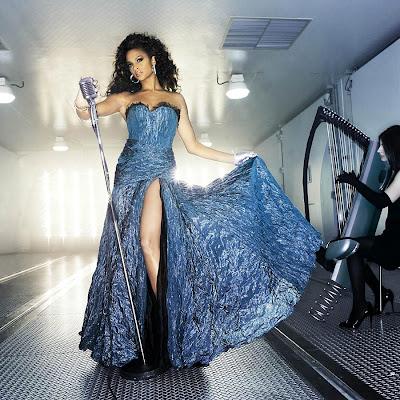 Alesha Dixon handschoenen glamour