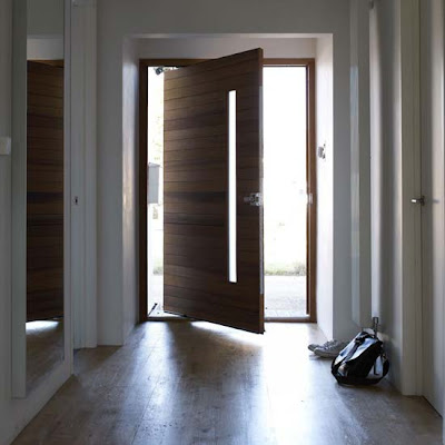 Hallway with oversized door Antre ve Merdiven Dekorlar