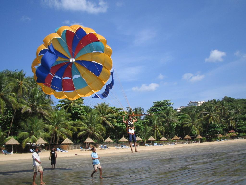 [parasailing]