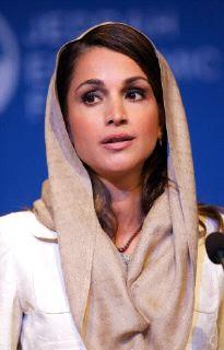 Operan a Rania de Jordania