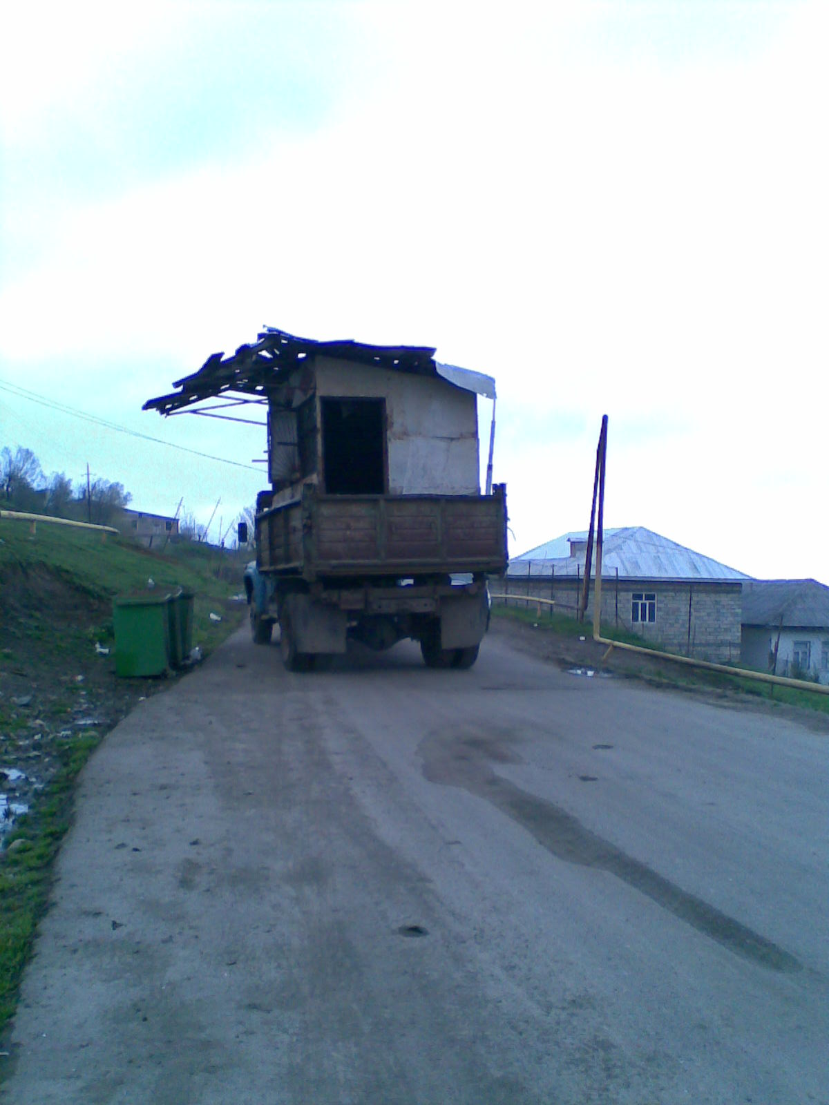 http://1.bp.blogspot.com/_RnMf4oCuhwY/S-UnuMkJbYI/AAAAAAAAAP8/qH8wTgwTXcI/s1600/The+traveling+shack.jpg