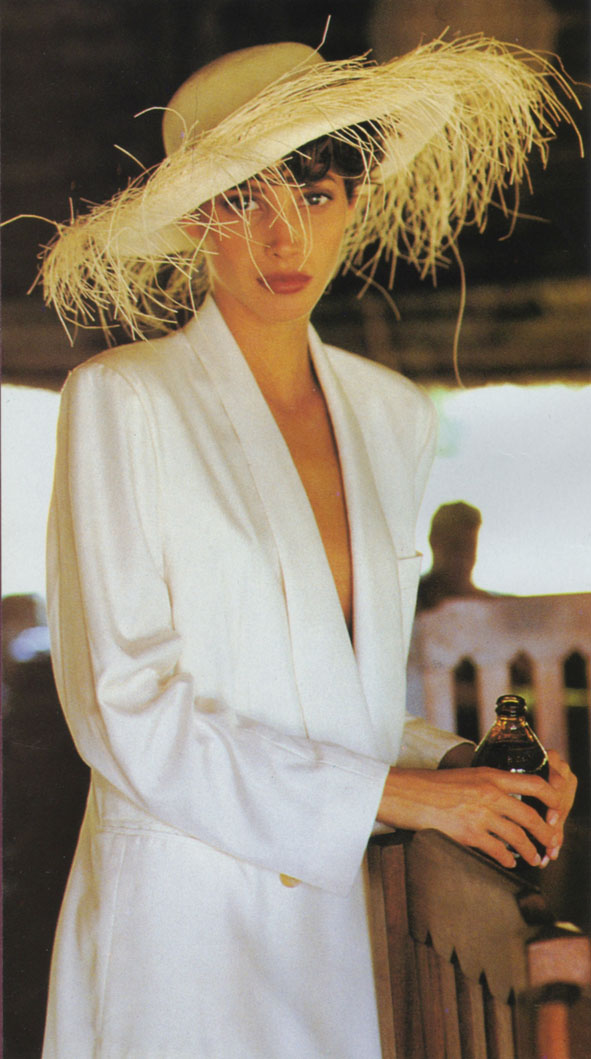 http://1.bp.blogspot.com/_RrfoUxX-jD4/TKiPIgqU96I/AAAAAAAAC8U/mpzrjTkQTB4/s1600/Christy_Turlington_US_Vogue_May_1990_19.jpg