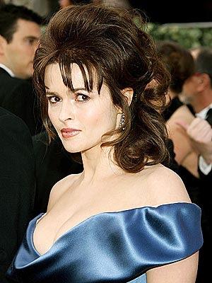 Helena Bonham Carter luciendo bello peinado y escote