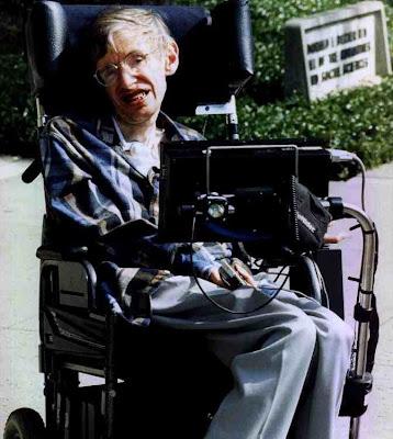 Stephen Hawking en silla de ruedas adaptada para él
