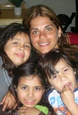 Giovanna Valcárcel juntos a bellos niños