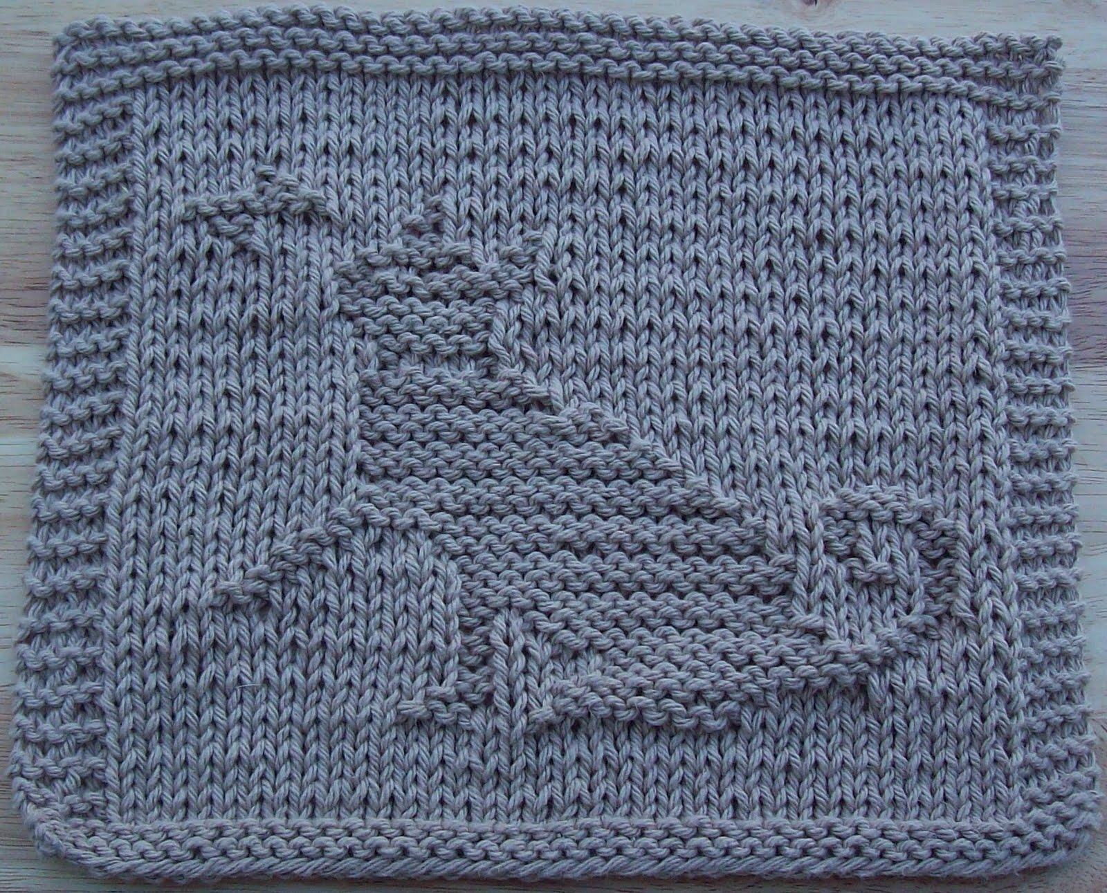 Free Knitting Pattern Butterfly Dishcloth : DigKnitty Designs: Cat with Butterfly, Too Knit Dishcloth Pattern