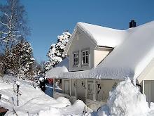 Huset vårt i vinterdrakt