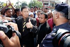 Perak MB Dato Seri Nizar prevented from entering SUK building