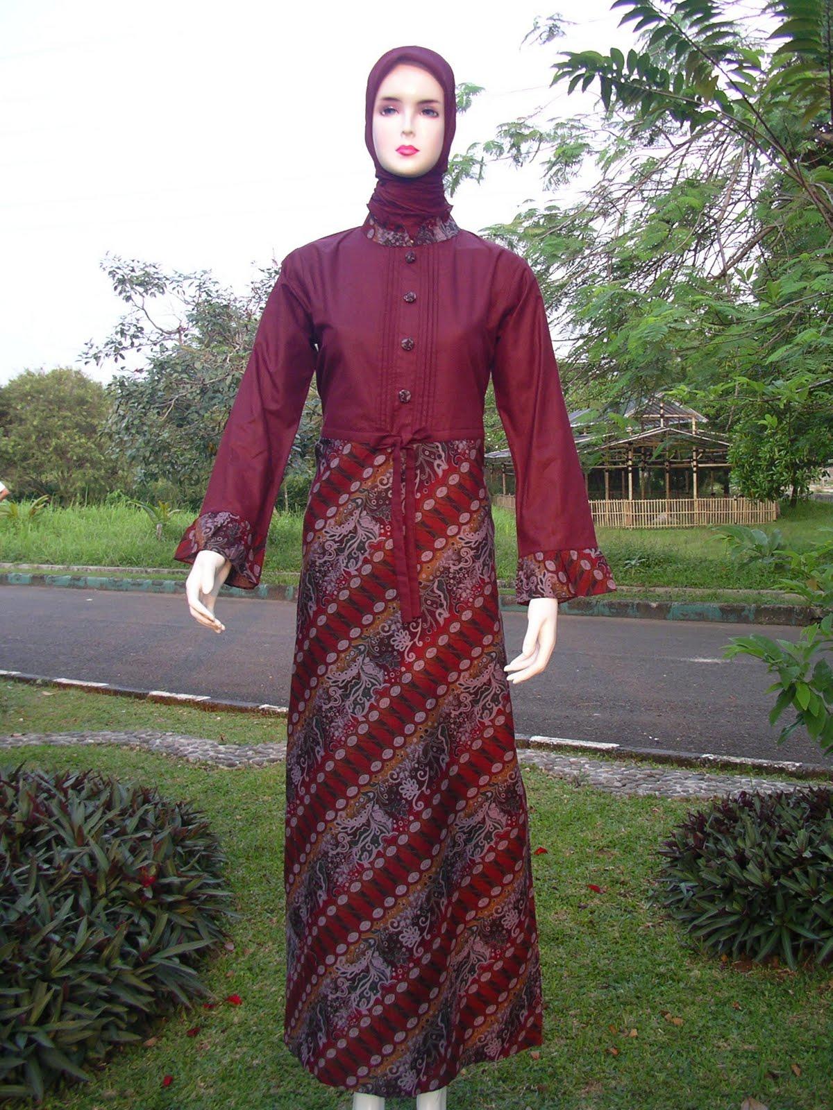 Gamis katun paris dengan kombinasi batik yg cantik