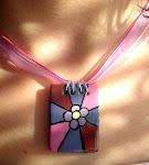 medalion cu floare mov
