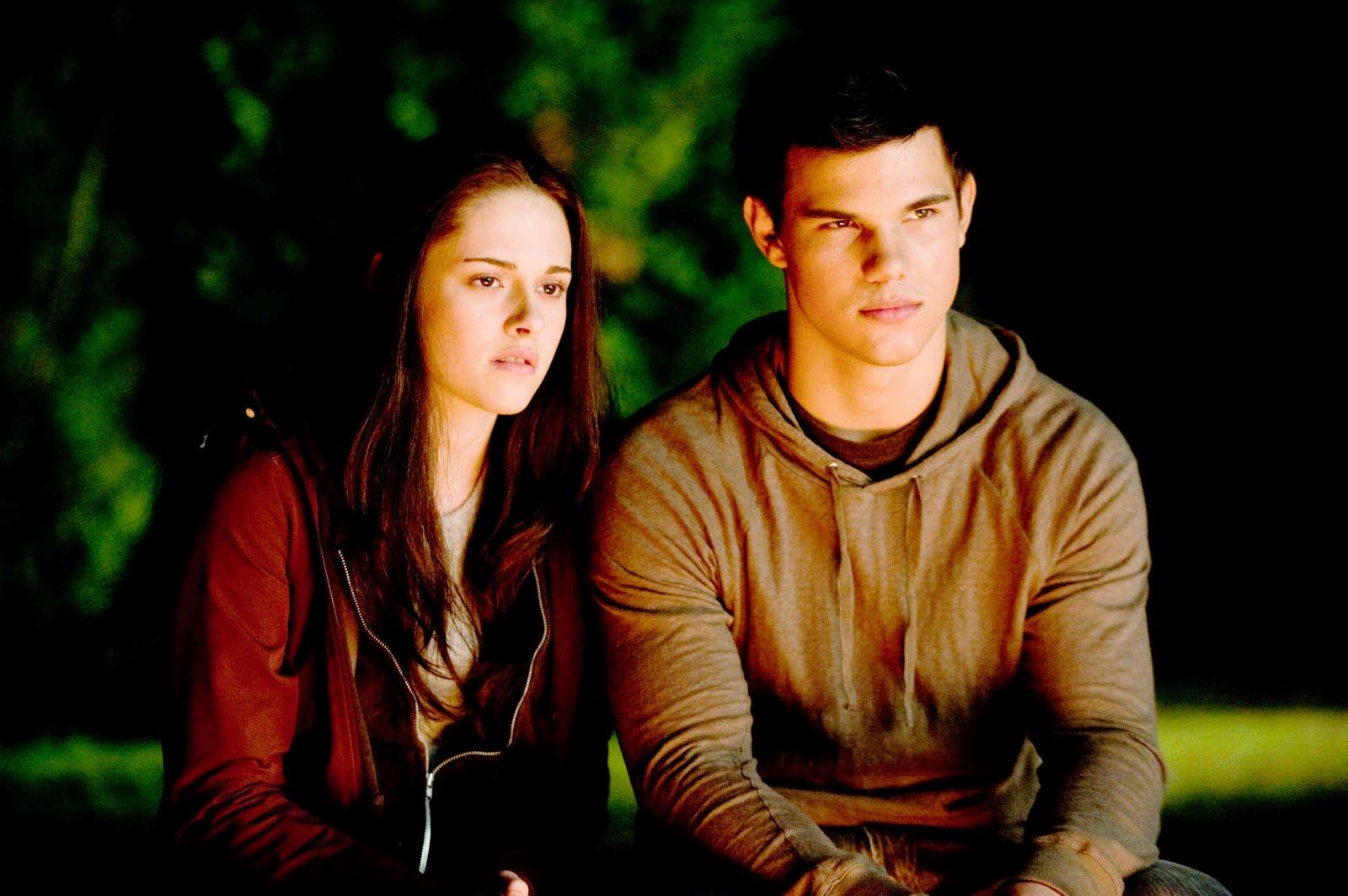 http://1.bp.blogspot.com/_RwYZJo_2o9c/TIUiB7E-dFI/AAAAAAAAB4w/PLOA2DLfaRM/s1600/Kristen-Stewart-and-Taylor-Lautner-The-Twilight-Saga-Eclipse.jpg