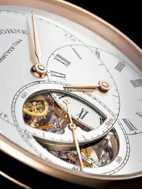 Un cadran mobile permet de lire l'heure aisément entre 18 heures et Minuit et 6 heures et midi sur la montre A. Lange & Söhne Richard Lange Tourbillon Pour le Mérite