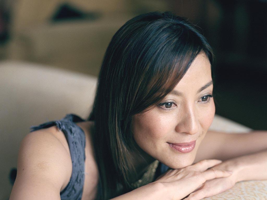 http://1.bp.blogspot.com/_Rxo-dVWeH5A/TCI_qFqAmFI/AAAAAAAAKVQ/bnR0By3LFzg/s1600/Michelle_Yong_Wallpaper_2.jpg