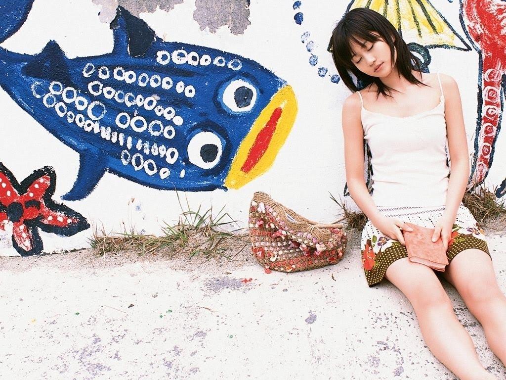 Galería de imágenes de vuestros personajes Maeda_Atsuko_wallpaper_4