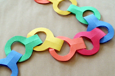 Paper Craft Ideas on World Preschool Mom  Stapleless Paper Chains