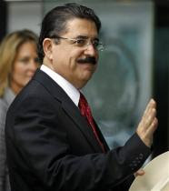 Ousted Honduran President Manuel Zelaya arrives at the State Department in Washington to meet with Secretary of State Hillary Rodham Clinton Tuesday, July 7, 2009. Zelaya is back in the U.S. after his failed attempt to land in Honduras last Sunday. (AP Photo/Jose Luis Magana)